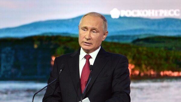 Predsednik Rusije Vladimir Putin govori na Istočnom ekonomskom forumu u Vladivostoku - Sputnik Srbija