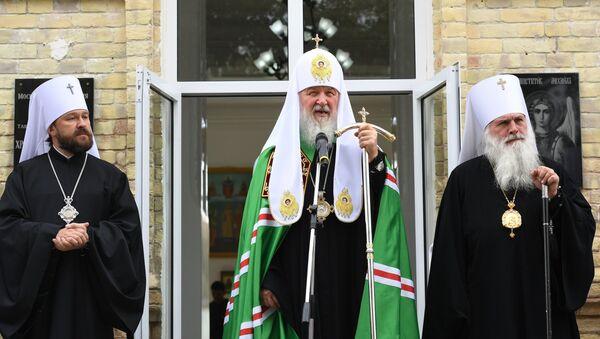 Patriarh Moskovski i cele Rusije Kiril, mitropolit Volokolamski Ilarion i mitropolit Taškentski Vikentije - Sputnik Srbija