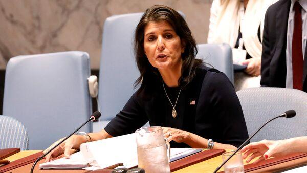 Američka ambasadorka u UN Niki Hejli na zasedanju Saveta bezbednosti UN - Sputnik Srbija