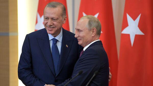 Predsednici Turske i Rusije, Redžep Tajip Erdogan i Vladimir Putin, nakon sastanka u Sočiju - Sputnik Srbija