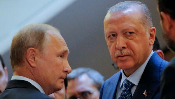 Predsednik Rusije Vladimir Putin i predsednik Turske Redžep Tajip Erdogan na sastanku u Sočiju - Sputnik Srbija