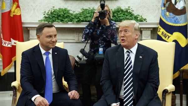 Председници Пољске и САД, Анджеј Дуда и Доналд Трамп, на састанку у Овалној соби Беле куће - Sputnik Србија