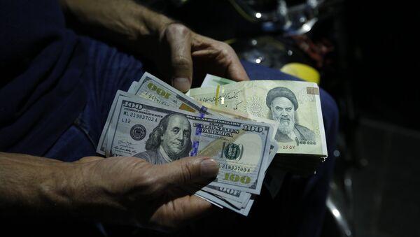 Iranski rijali  i američki dolari - Sputnik Srbija