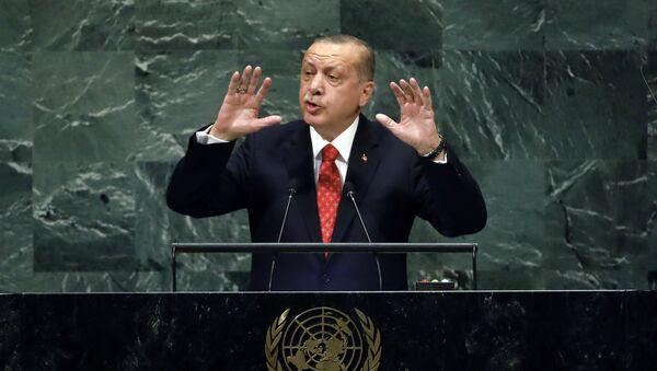 Predsednik Turske Redžep Tajip Erdogan obraća se učesnicima 73. zasedanja Generalne skupštine Ujedinjenih nacija u Njujorku - Sputnik Srbija