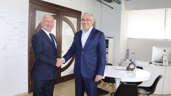 Ministar Nenad Popović i Putinov savetnik za digitalizaciju Dmitrijem Peskovim - Sputnik Srbija