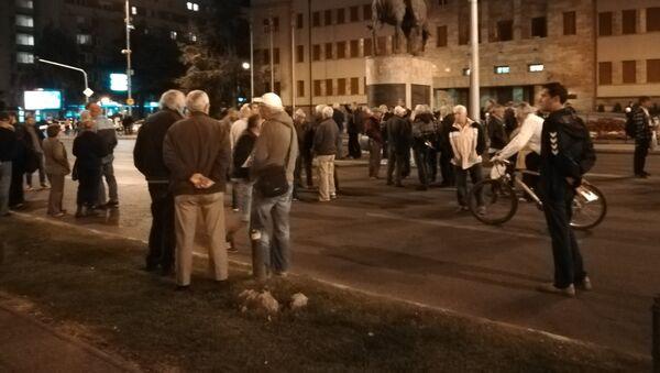 Окупљање грађана испред Собрања - Sputnik Србија