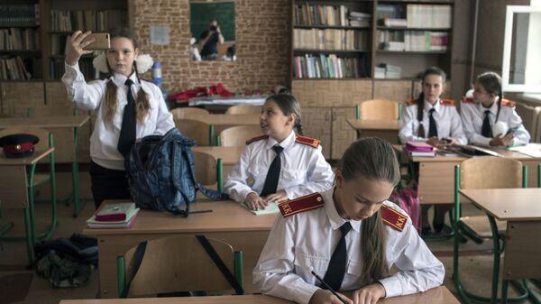 Kadetы pered urokom v škole №4 v Donecke - Sputnik Srbija