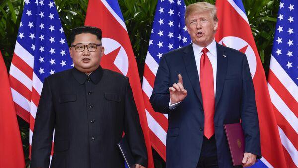 Donald Tramp i Kim Džong Un - Sputnik Srbija