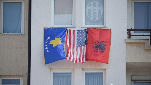 Zastave tzv. Kosova, SAD i Albanije u Prištini - Sputnik Srbija