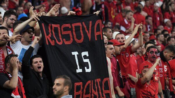 Навијачи са трансапрентом Косово је Албанија - Sputnik Србија
