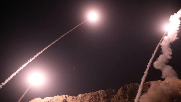 Револуционарна гарда Ирана испаљује ракете из града Керманшах на западу земље на положаје ДАЕШ-а у Сирији - Sputnik Србија