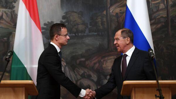 Ministri spoljnih poslova Mađarske i Rusije, Peter Sijarto i Sergej Lavrov, na konferenciji za medije u Moskvi - Sputnik Srbija