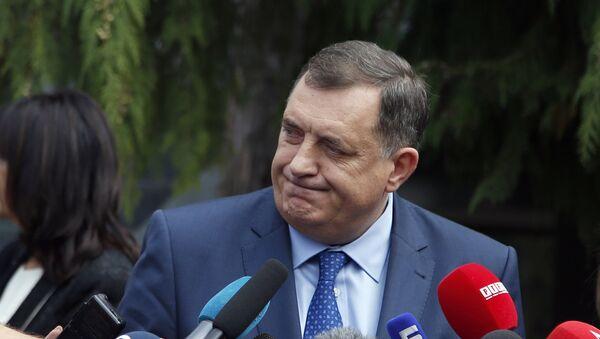 Кандидат за српског члана Председништва и председник РС Милорад Додик даје изјаву новинарима након гласања - Sputnik Србија