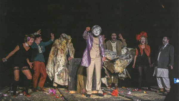 Сцена из представе Ревизор Народног позоришта у Приштини - Sputnik Србија