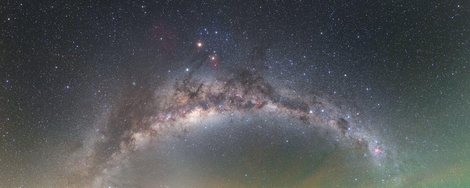 Млечни пут изнад Опсерваторије Паранал у пустињи Атакама - Sputnik Србија, 1920, 27.11.2020