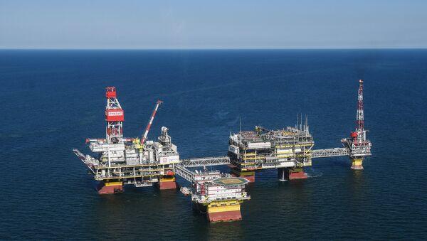 Stacionarna platforma na naftnom nalazištu u severnom delu Kaspijskog mora - Sputnik Srbija