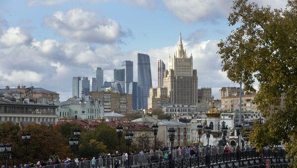 Pogled na Ministarstvo spoljnih poslova Rusije i poslovni centar Moskva-Siti - Sputnik Srbija