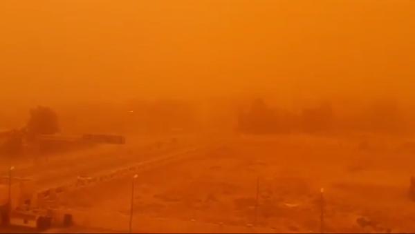 Пешчана олуја над Деир ел Зором. - Sputnik Србија