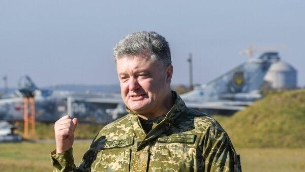 Председник Украјине Петро Порошенко током посете војних вежби Ведро небо 2018 у Хмељницкој области - Sputnik Србија