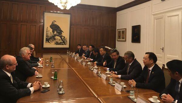 Томислав Николић са кинеском делегацијом из Нантонга - Sputnik Србија