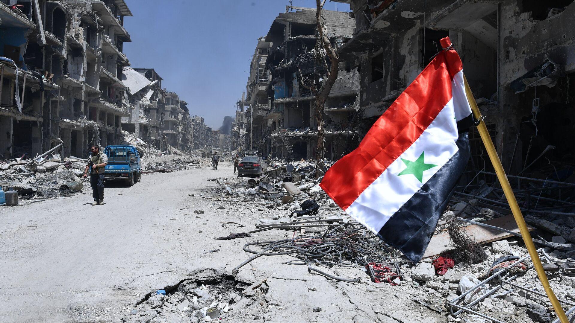 Zastava Sirije u oslobođenom logoru palestinskih izbeglica na jugu Damaska - Sputnik Srbija, 1920, 23.09.2021