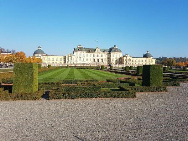 Kraljevski dvorac Drotningholm se nalazi na ostrvu Lovon, na zapadu Stokholma. On je izgrađen u 16. veku. - Sputnik Srbija
