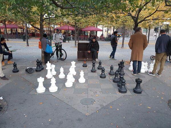 Prolaznici igraju šah u centru Stokholma - Sputnik Srbija