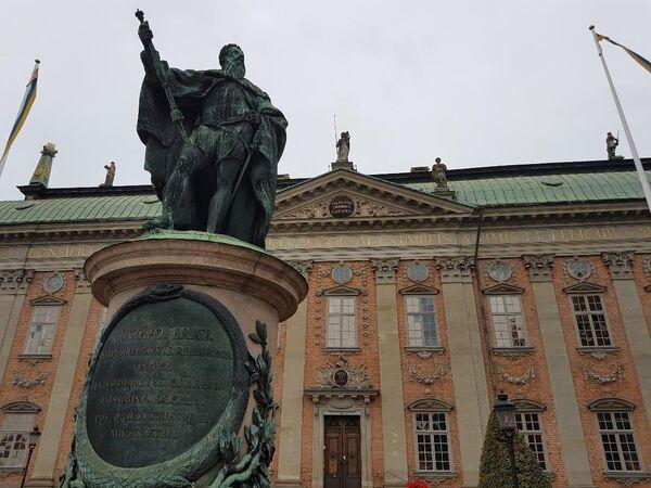Spomenik Gustavu II Adolfu, Severnom lavu, ispred Kraljevske palate u Stokholmu - Sputnik Srbija