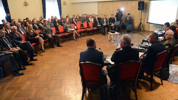 """Округли сто """"Проблеми у супротстављању новим изазовима и претњама"""" - Sputnik Србија"""