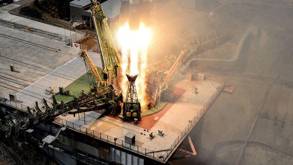 Лансирање ракете-носача Сојуз ФГ са свемирским бродом Сојуз МС 09 са посадом на космодрому Бајконур - Sputnik Србија