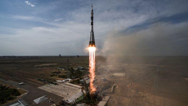 Lansiranje rakete-nosača Sojuz FG sa svemirskim brodom Sojuz MS 09 sa posadom na kosmodromu Bajkonur - Sputnik Srbija
