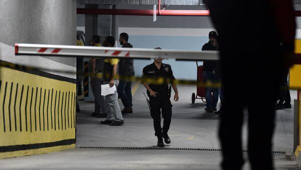 Полиција у Истанбулу у гаражи у којој је пронађен аутомобил саудијске амбасаде у истрази убиства Џамала Хашогија - Sputnik Србија