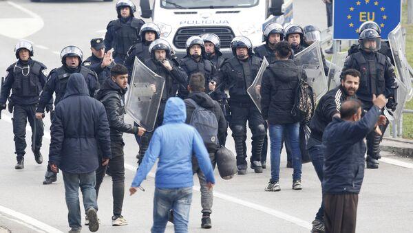 Сукоб полиције и миграната на граници Хрватске и БиХ - Sputnik Србија