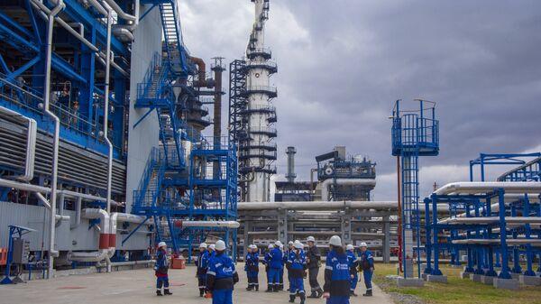 Новинари из Србије у обиласку рафинерије нафте у Омску, Русија - Sputnik Србија