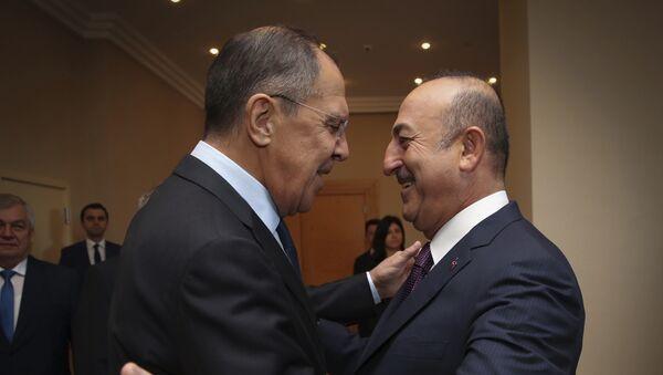 Министри спољних послова Русије и Турске, Сергеј Лавров и Мевлут Чавушоглу, на састанку у Истанбулу - Sputnik Србија