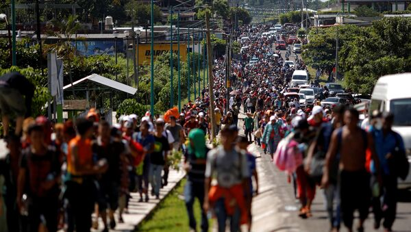 Karavan migranata iz Srednje Amerike kreće se ka granici sa Gvatemalom na putu za Sjedinjene Američke Države - Sputnik Srbija