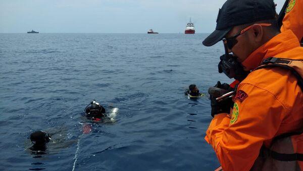 Спасиоци на месту пада индонежанског авиона компаније Лајон Ер - Sputnik Србија