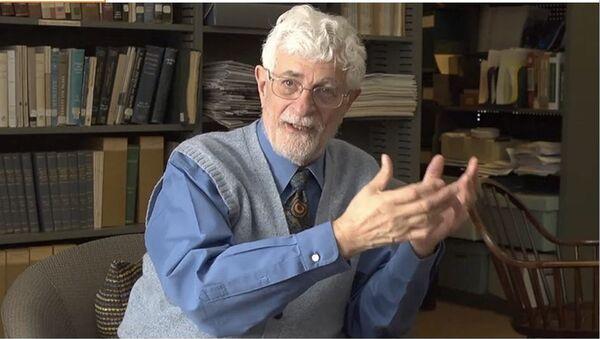 Вамик Волкан, психијатар и аутор више књига, био је гост Међународног сајма у Београду - Sputnik Србија