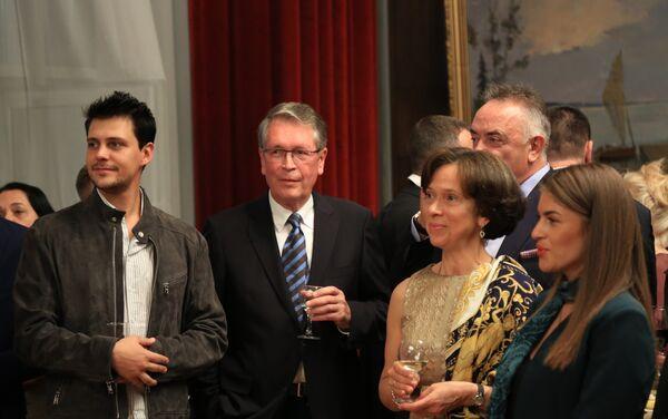 Glumac Miloš Biković i ambasador Rusije u Beogradu Aleksandar Čepurin na prijemu u ambasadi Rusije u Beogradu - Sputnik Srbija