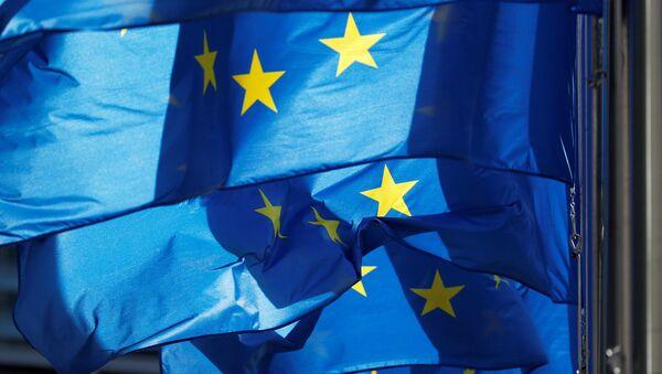 Заставе Европске уније испред седишта Европске комисије у Бриселу - Sputnik Србија
