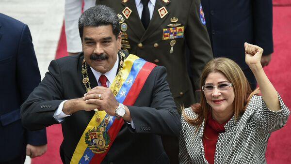 Преседник Венецуеле Николас Мадуро са супругом Силијом Флорес на церемонији инаугурације - Sputnik Србија