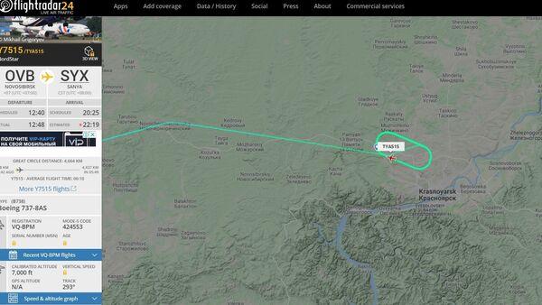 Авион Боинг 737 са 173 путника кружи изнад руског града Краснојарск припремајући се за ванредно слетање у Сибиру, због пукотине у пилотској кабини. - Sputnik Србија