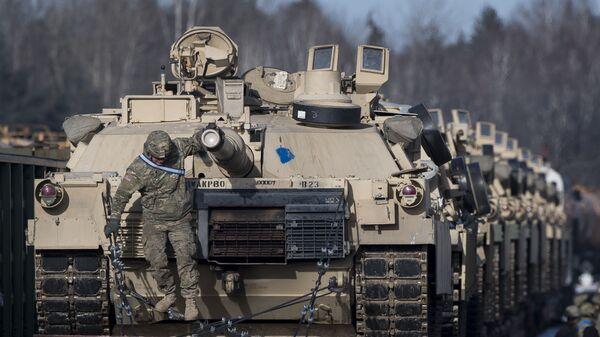Američki tenkovi Abrams na železničkoj stanici Gajžunaj u Litvaniji - Sputnik Srbija