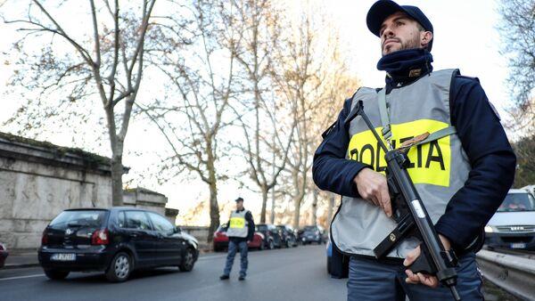 Италијански полицајац - Sputnik Србија
