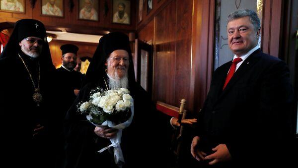 Председник Украјине Петро Порошенко и васељенски патријарх Вартоломеј снимљени у Истанбулу - Sputnik Србија