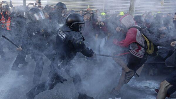 Сукоб полиције и демонстраната у Барселони - Sputnik Србија