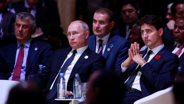 Hašim Tači i Vladimir Putin na Mirovnom forumu u Parizu - Sputnik Srbija