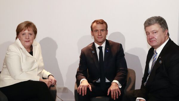 Немачка канцеларка Ангела Меркел, председник Француске Емануел Макрон и председник Украјине Петро Порошенко на преговорима у Паризу - Sputnik Србија