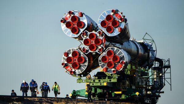 Извођење ракете-носача Сојуз ФГ са бродом Сојуз МС 10 са посадом, на лансирну рампу космодрома Бајконур - Sputnik Србија