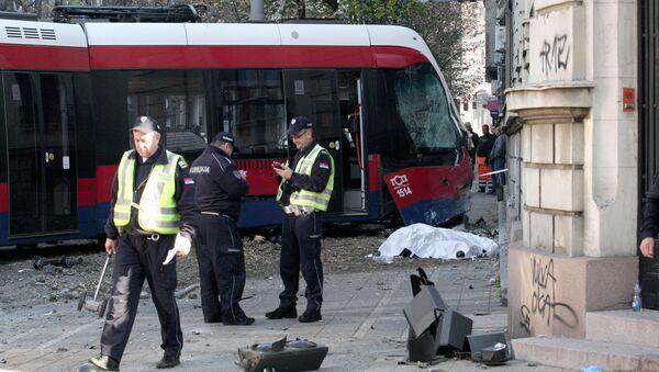 Jedna osoba je poginula, a šestoro je povređeno u nesreći koja se dogodila na uglu Resavske i Krunske ulice kada je tramvaj iskočio iz šina. - Sputnik Srbija